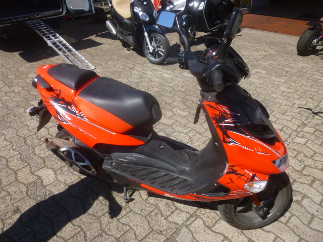 der rollerhof aprilia aprilia sr 50ccm street lc sport. Black Bedroom Furniture Sets. Home Design Ideas