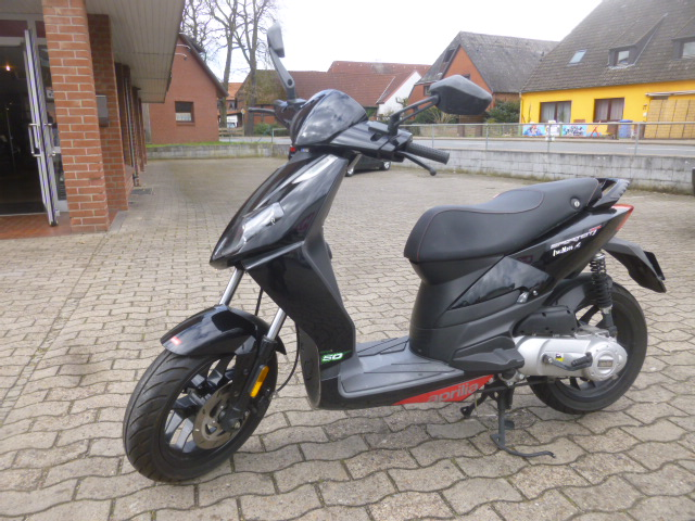 aprilia sport city 50ccm 2 takt. Black Bedroom Furniture Sets. Home Design Ideas
